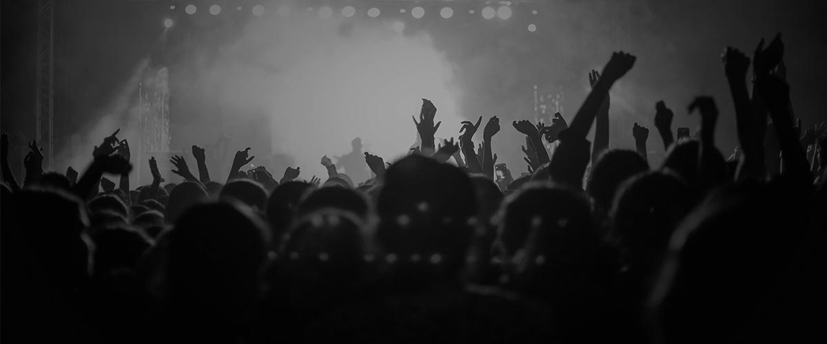 Das Publikum der Liveband Crossfire
